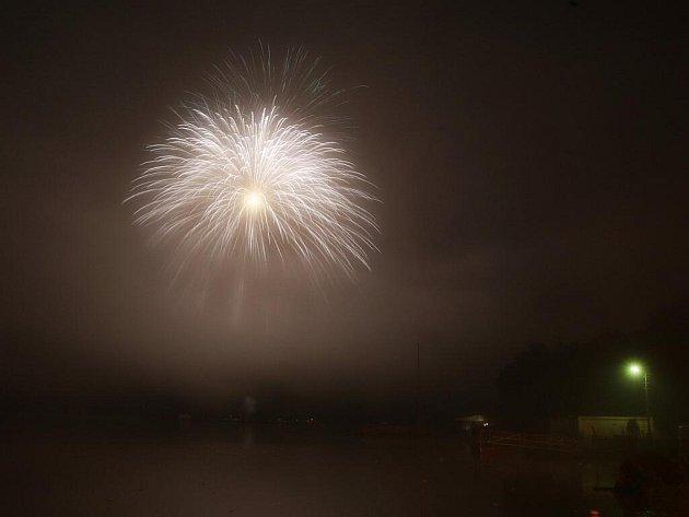 Poslední soutěžní ohňostroj Ignis Brunensis zakryla mlha.