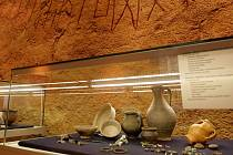 Svět živých a mrtvých doby stěhování národů propojuje výstava Poklady barbarů. V brněnském Paláci šlechtičen si návštěvníci mohou prohlédnout hroby s ostatky i knížecí mohylu na Žuráni.