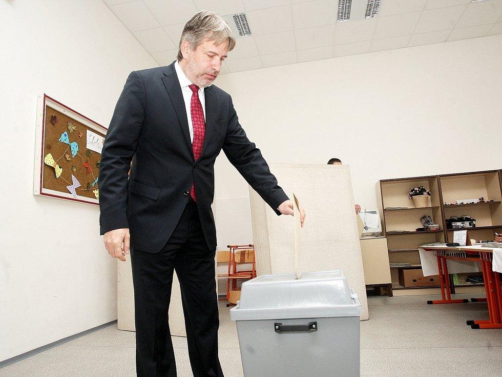 Brněnský primátor Roman Onderka u voleb.