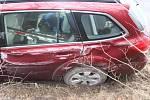 Po dlouhé honičce s policií skončil zdrogovaný a opilý řidič až v příkopu na Lesné.