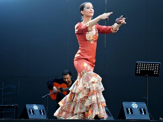 Úvodní, nedělní večer festivalu patří Noci flamenca na Špilberku, kde vystoupí kytarista Oscar Guzman se svou skupinou i tanečnicí Carmen Iniesta (na snímku).