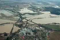 Řeka Morava v okolí Rohatce na Hodonínsku při povodních v březnu 2006.