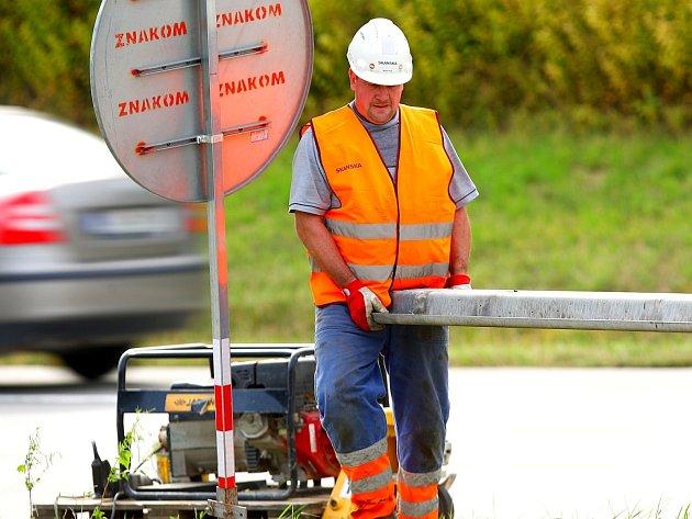 Rozsáhlá oprava dálnice D1 mezi Brnem a Vyškovem žádné velké problémy zatím nezpůsobila. Potíže se ale očekávají ve všední dny