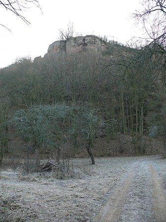 Další skála z údolí řeky Rokytná.