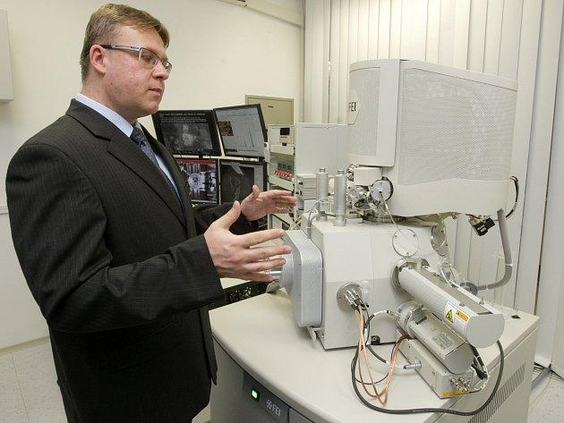 V Brně zkoumají krysí jazyk i řasy ve vodě. Díky mikroskopu.