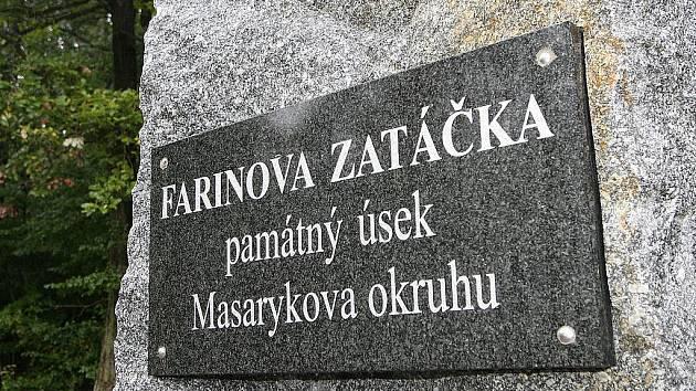 Památné místo starého Masarykova okruhu, Farinova zatáčka, kde 25. září 1949 v jediném závodě F 1 havaroval Giuseppe Farina. Následkem bylo 10 zraněných a 2 mrtví diváci.