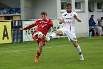 Líšeňského fotbalistu Davida Paška (v bílém) čeká v neděli pikantní zápas, protože ve Zbrojovce strávil osmnáct let.