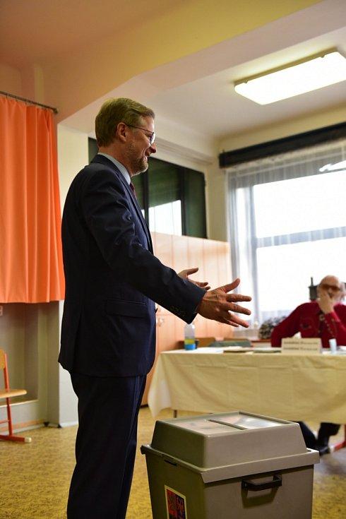 Předseda ODS Petr Fiala volil na základní škole v Zemědělské ulici v brněnských Černých Polích.