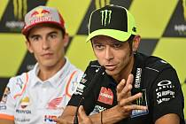 Valentino Rossi (vpravo)