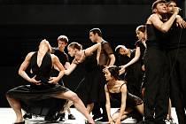 Inscenace Venezuela v podání prestižního izraelského tanečního souboru Batsheva Dance Company.