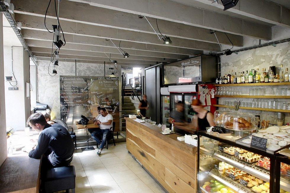 Kavárna Momenta.