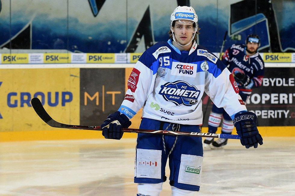 Kometa Brno v bílém (Alexandre Mallet) proti HC Vítkovice.