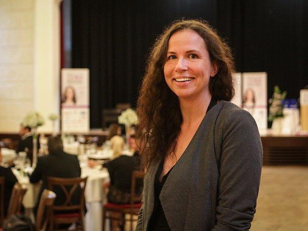 Letošní Ženou regionu na jižní Moravě se stala lékařka a vědkyně Julie Bienertová-Vašků. V anketě získala přes pět set hlasů. Ve čtvrtek v mikulovském zámku převzala ocenění od náměstka hejtmana Romana Hanáka.