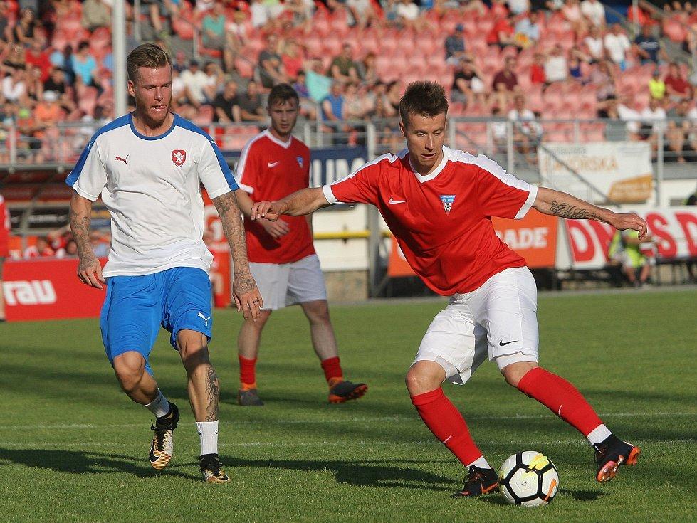 Bývalý profesionální fotbalista Marek Střeštík (vlevo) si zahrál i na rozlučce Luboše Kaloudy, se kterým se nyní setkal i v Bohunicích.