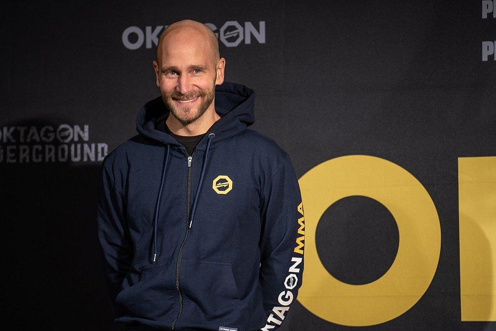 Oficiální vážení před turnajem Oktagon 19, jehož vrchol bude souboj Václava Mikuláška s Karlosem Vémolou.