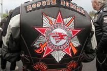 Ruská skupina motorkářů Noční vlci projela spolu s některými českými motokluby v úterý večer Brnem. Při akci zvané Cesta vítězství měli v plánu uctít památku padlých sovětských vojáků na několika hřbitovech a pomnících na Brněnsku.