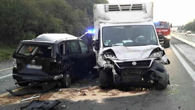 Nehoda na D1 u Tvarožné na Brněnsku zablokovala dálnici ve směru na Brno.