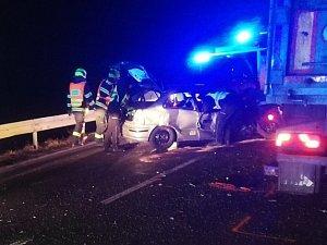 Vážná nehoda náklaďáku a auta u Kuřimi: dva cestující mají těžká poranění