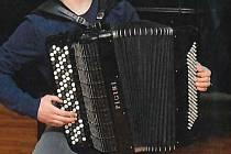 O akordeon přišel pětadvacetiletý člen orchestru ze Slovinska, který byl začátkem února na zkoušce v brněnském divadle. Policie ukradený nástroj stále hledá.