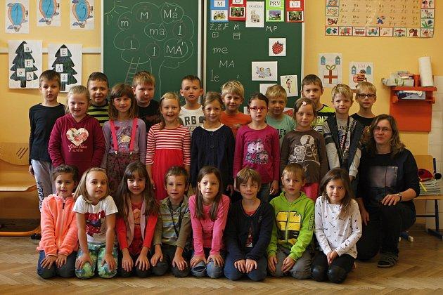 Žáci 1.C ze ZŠ vTišnově spaní učitelkou Dagmar Lolovou.