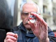 Kuličku z orloje na náměstí Svobody vybojoval muž.