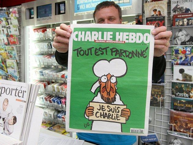Prodej časopisu Charlie Hebdo v Brně.