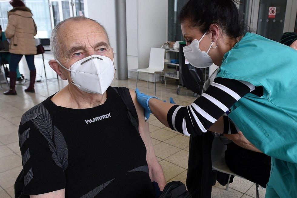 Brno 19.1.2021 - očkování seniorů proti covidu-19 v očkovacím centru na BVV