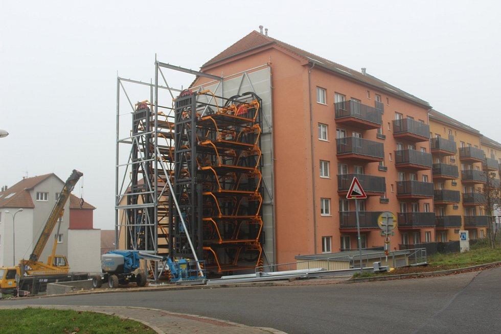 Výtah pro auta vzniká v Nachové ulici v Řečkovicích.
