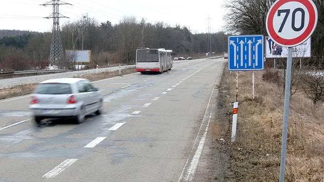Řidiči projíždějící na trase mezi Kohoutovicemi a Žebětínem musejí přejíždět čtyřpruhovou silnici projektovanou původně jako dálnice. Podle některých to je hodně nebezpečné. Mnozí se dokonce snaží tomuto místu vyhnout.