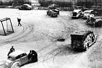 Němci opouštějí Brno (opuštěná vozidla na sportovním hřišti ve Sportovní ulici při německém ústupu - 26. duben 1945).