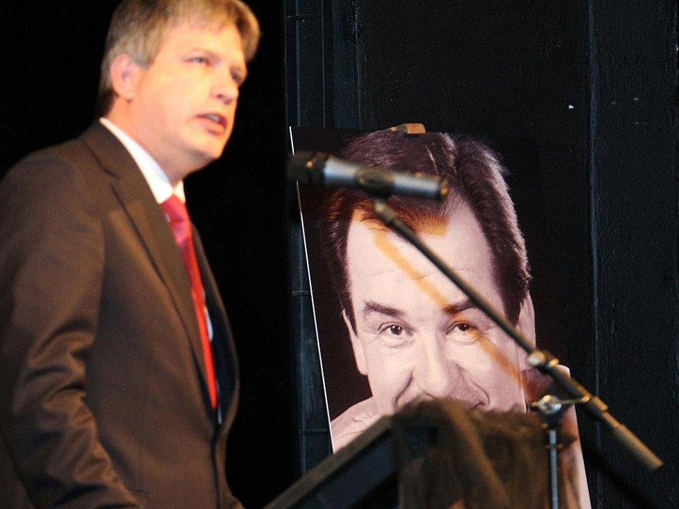 Rozloučení s brněnským hercem Erikem Pardusem v Městském divadle.