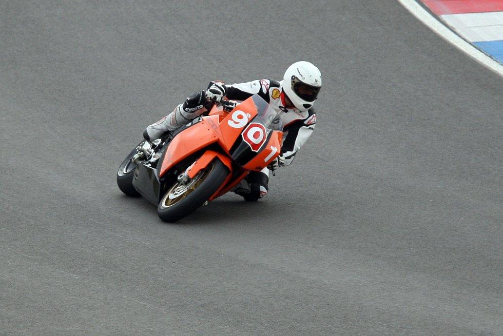 Po Masarykově okruhu se proháněla také jedna z největších legend formule 1 Michael Schumacher. Sedminásobný šampion si v Brně zajezdil několikrát, naposledy v roce 2008, kdy testoval pro švýcarskou motocyklovou stáj Melvin AG-Gunti.