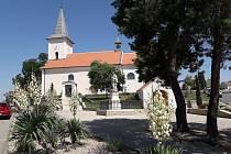 V Přibicích opravili schodiště vedoucí do kostela svatého Jana Křtitele.