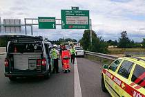 Nehoda čtyř osobních aut na dálnici D2 poblíž obchodního centra Olympia Brno si vyžádala šest zraněných lidí. V místě se tvoří asi čtyřkilometrová kolona.
