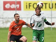 Ivančický fotbalista Tomáš Čožík (v oranžovém)