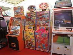 Výherní automaty pro děti společnosti Kajot v modřickém obchodním centru Olympia.