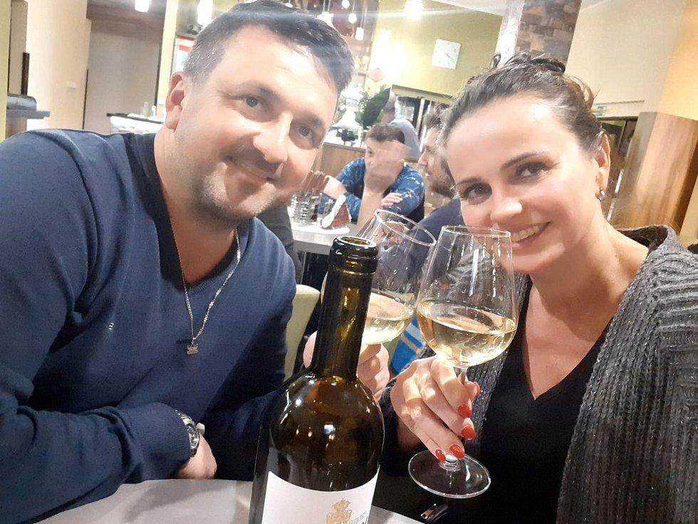 Podpořit místní podnikatele v gastronomii vyrazila ve čtvrtek večer Oldřiška Wegielová z Břeclavi. S přítelem navštívili oblíbený podnik Hotel Rose v břeclavské ulici Veslařská.