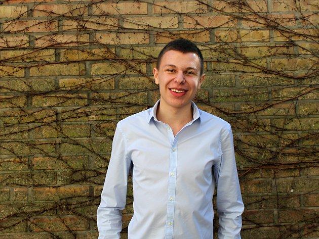 Devatenáctiletý gymnazista Jakub Chyba z Brna se nedávno zúčastnil Národních srovnávacích zkoušek, které slouží jako přijímací zkoušky na vysoké školy.