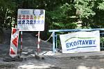 Opravovaná turistická trasa v úseku Junácká louka-Nad Zouvalkou-Kůlny u Brněnské přehrady.