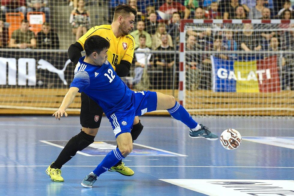 Kvalifikační turnaj na futsalové MS 2020 - ČR Ondřej Vahala (bílá) Kazachstán Dauren Tursagulov (modrá)