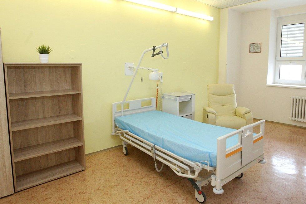 Pokoj v budově Úrazové nemocnice v Brně.