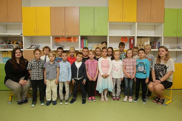 ZŠ Židlochovice. Na fotografii třída 1.C střídní učitelkou Kateřinou Pexovou.