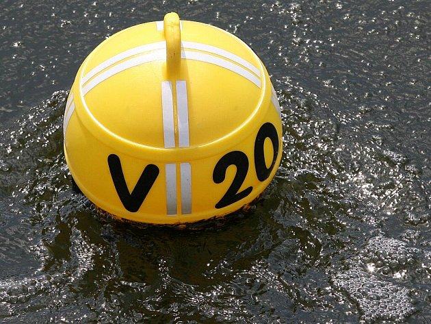 Podle povodí Moravy v Brněnské přehradě výrazně ubylo sinic.