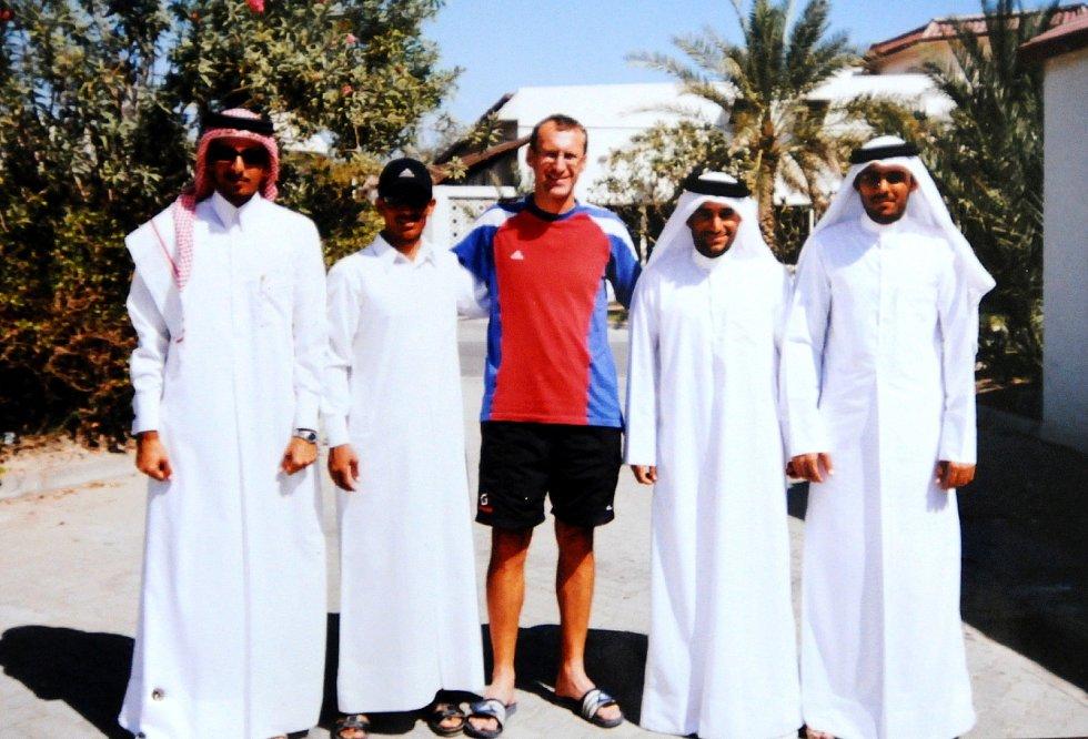 V roce 2003 zamířil Svatopluk Buchta do Kataru, kde vytvořil cyklistickou reprezentaci (na snímku se svými svěřenci).