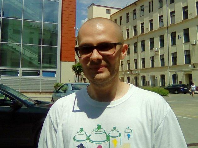 Janovi Maděrovi z Brna pomáhá léčebné konopí.