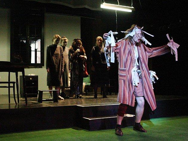Blbá Veruna je nejnovější hra herce a dramatika Arnošta Goldflama.