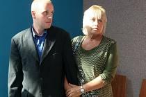 Obvinění z prodeje nekvalitního alkoholu čelí Petr Švábenský a jeho matka Ludmila Švábenská.