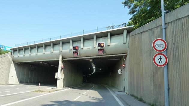 V Husovickém tunelu projedou řidiči jen čtyřicítkou.
