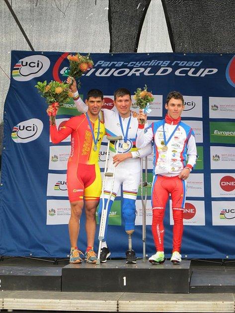 Cyklista Ivo Koblasa (vpravo).