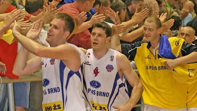 Velké drama mělo nakonec šťastné vítěze z řad domácích basketbalistů.
